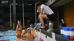 Trainer met zwemmers.jpg
